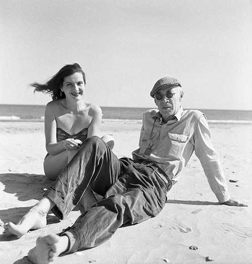 Henry Miller, écrivain, et sa femme Eve.