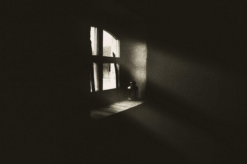 window-2542335_960_720