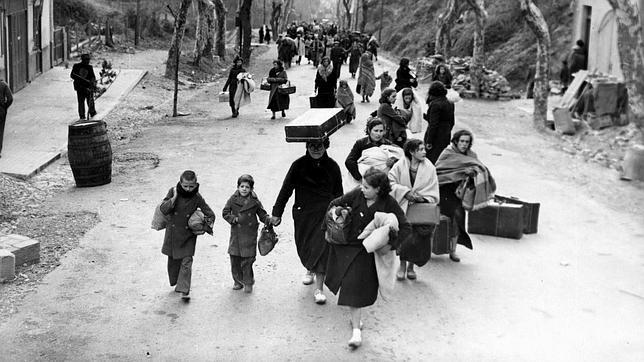 mujeres-hacia-exilio-1937--644x362